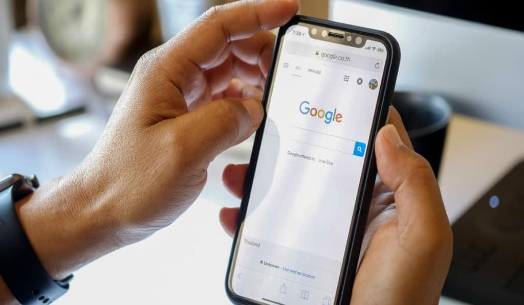 Buscador Google en teléfono móvil